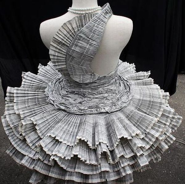 Alfa img - Showing > Dresses Made From Newspaper | Super Creative ...