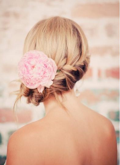 Photo of 50 Romantic Wedding Hairstyles Using Flowers