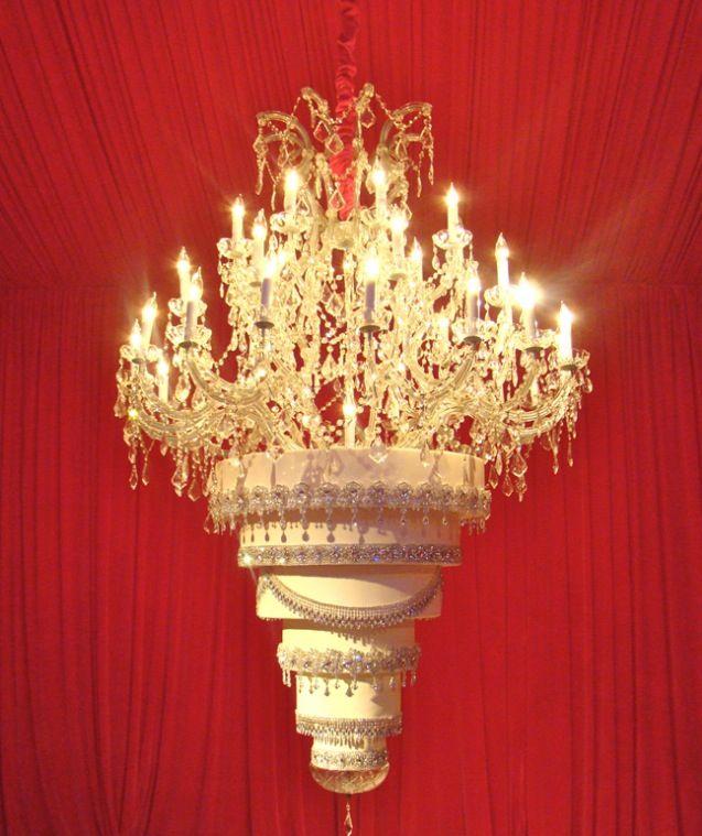 White And Gold Wedding Kaley Cuoco S Chandelier Wedding Cake Chandelier Cake Hanging Cake Wedding Cake Inspiration