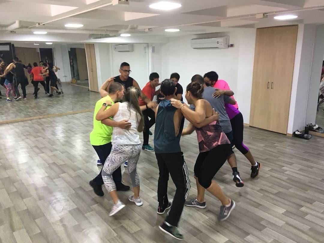 Salsa Casino Hoy Escuela De Baile Danzacademy Dijo Presente En El Studio De Baile Muevelocol De La Hermosa Reina Del Car Casino Basketball Court Salsa