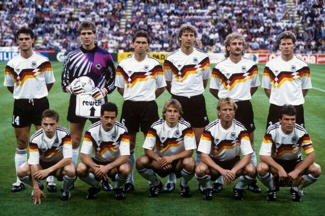 76b2ab20a West Germany team group at the 1990 World Cup Finals.