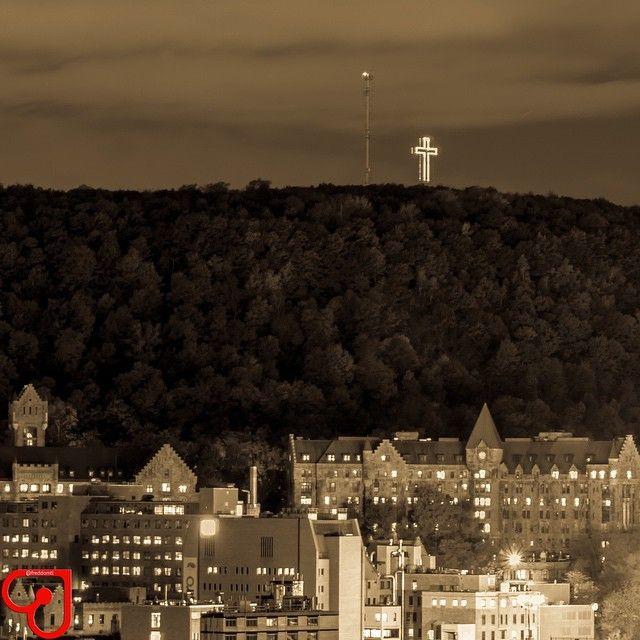 La Croix Du Mont Royal In Montreal Qc Montreal Quebec Montreal