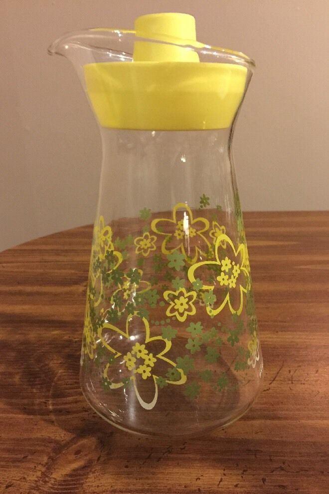 vintage pyrex glass juice pitcher w lid crazy daisy green yellow carafe vintage pyrex glass on kitchen decor pitchers carafes id=25221
