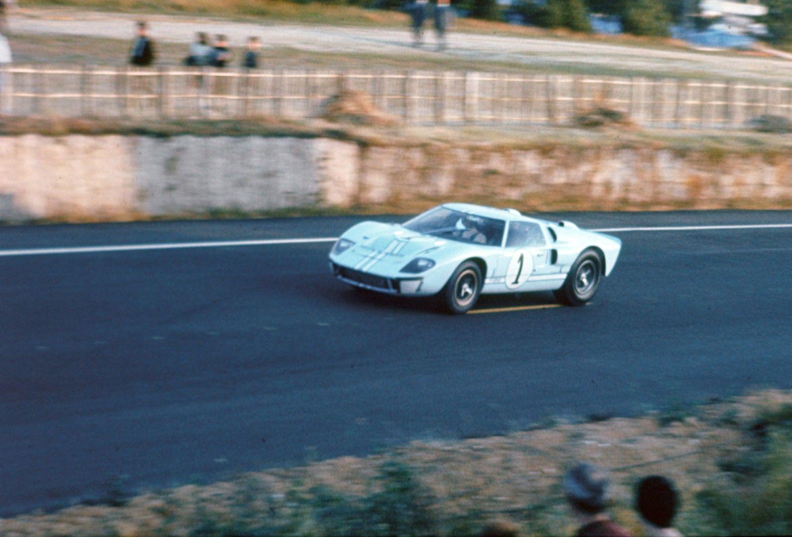 Ken Miles Gt40 Mk Ii At Le Mans Ford Gt Ken Miles Ford Gt40