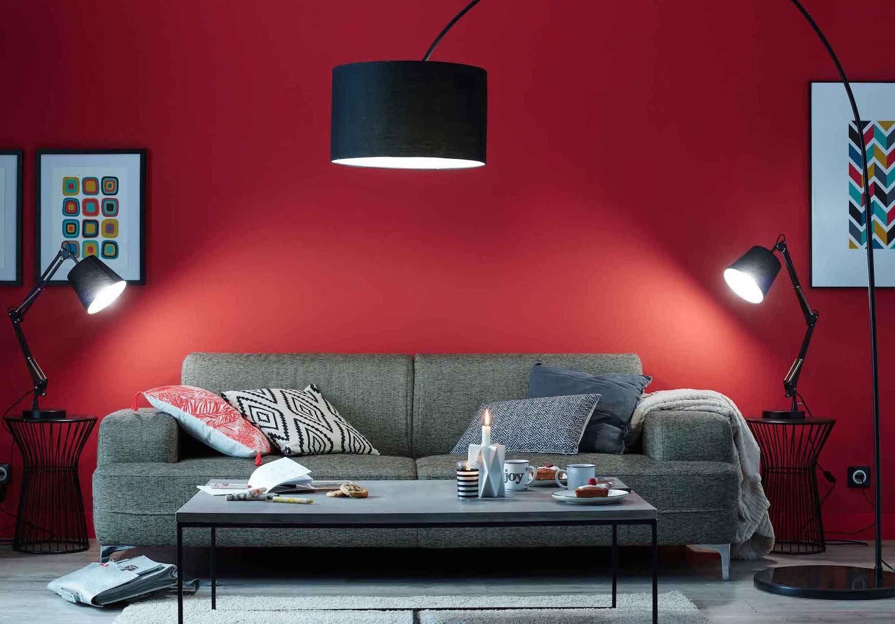 un salon rouge moderne des couleurs chaudes sur les murs du salon journal des femmes d co. Black Bedroom Furniture Sets. Home Design Ideas