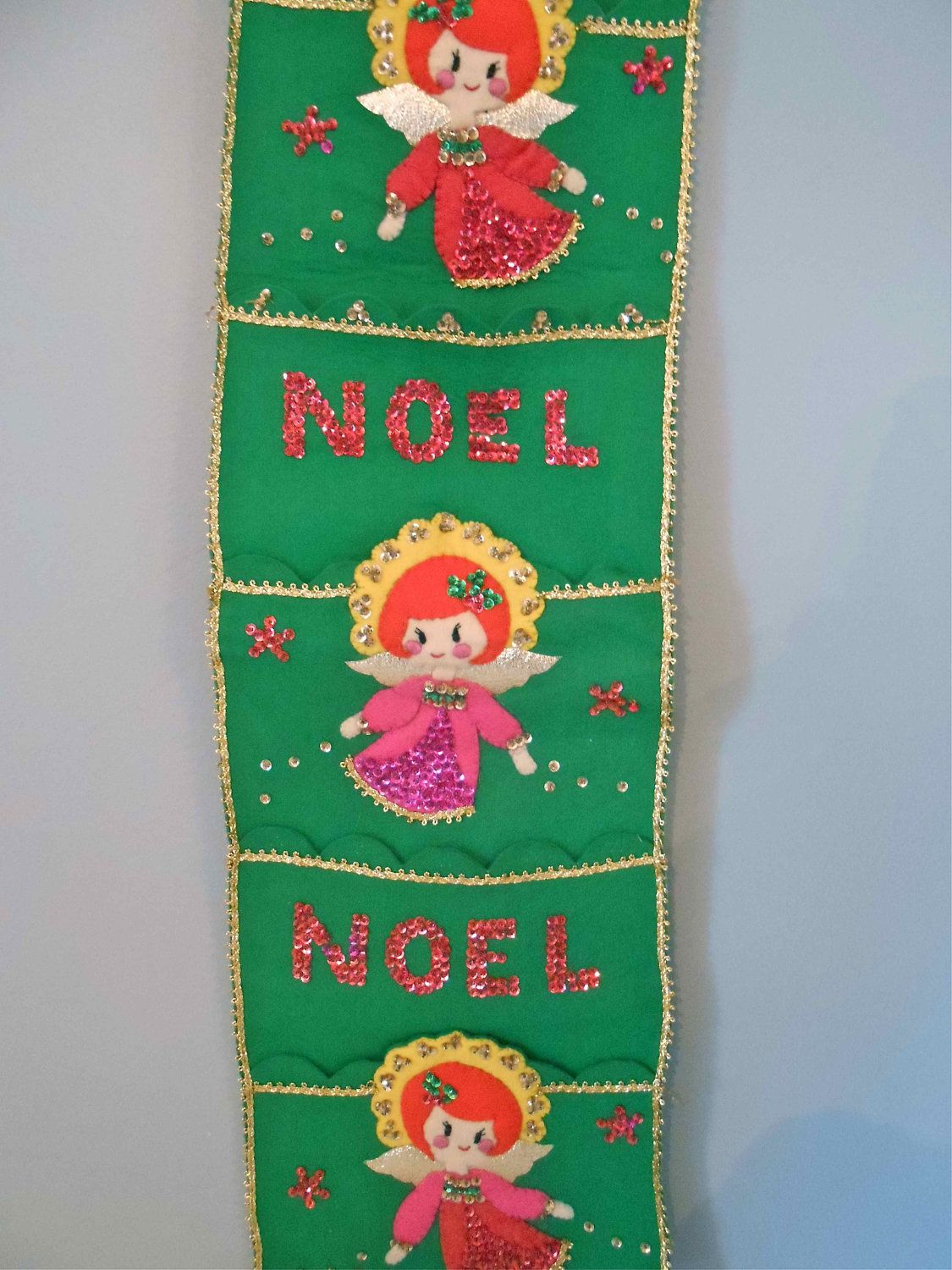 vintage christmas card holder wall hanging felt sequins needlecraft - Christmas Card Holder Wall Hanging