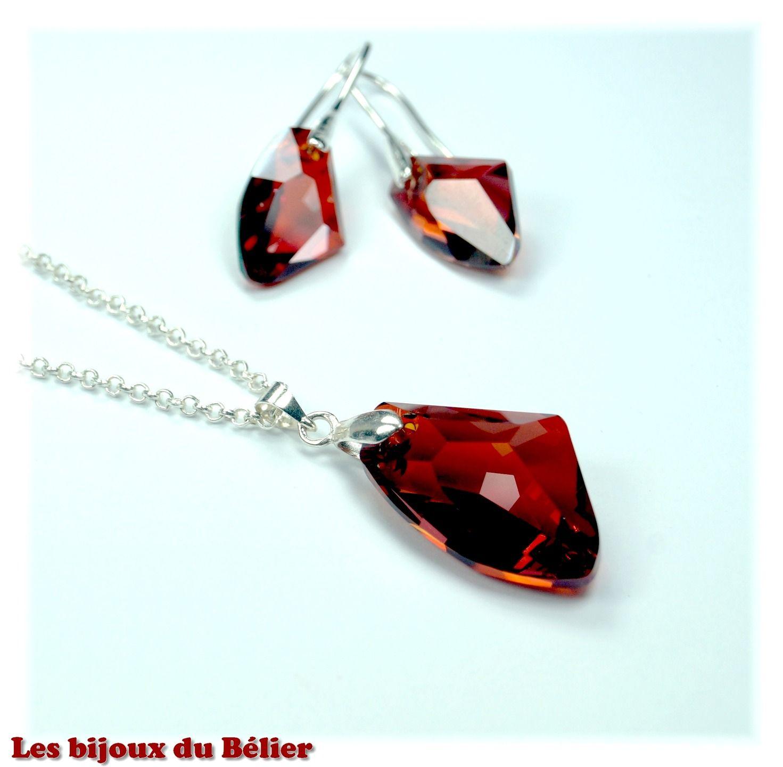 Parure boucles d'oreilles et collier avec pendentifis Swarovski rouges : Parure par les-bijoux-du-belier