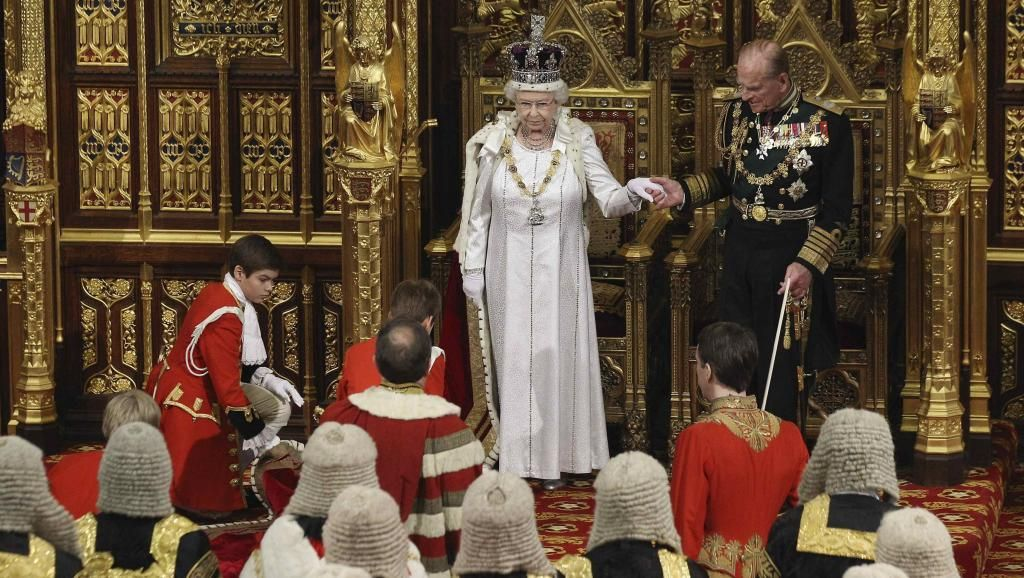 09/05/2012 A rainha Elizabeth foi ao Parlamento anunciar programa de governo. REUTERS/Oli Scarff/Pool os cães da rainha elizabeth - Pesquisa Google