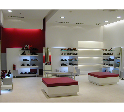 Dise o de interiores comerciales shoe stores pinterest - Busco disenador de interiores ...