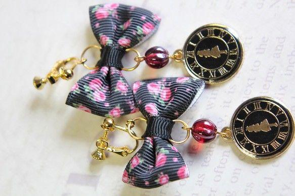 アリスと時計が可愛いチャームを使用したイヤリングです。 少し大きめサイズで存在感があります(4枚目画像)リボンのサイズ:約4×2・5センチ チェコ...|ハンドメイド、手作り、手仕事品の通販・販売・購入ならCreema。