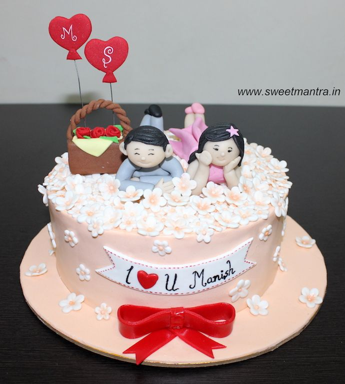 Love Couple Valentine Theme Small Designer Fondant Cake With