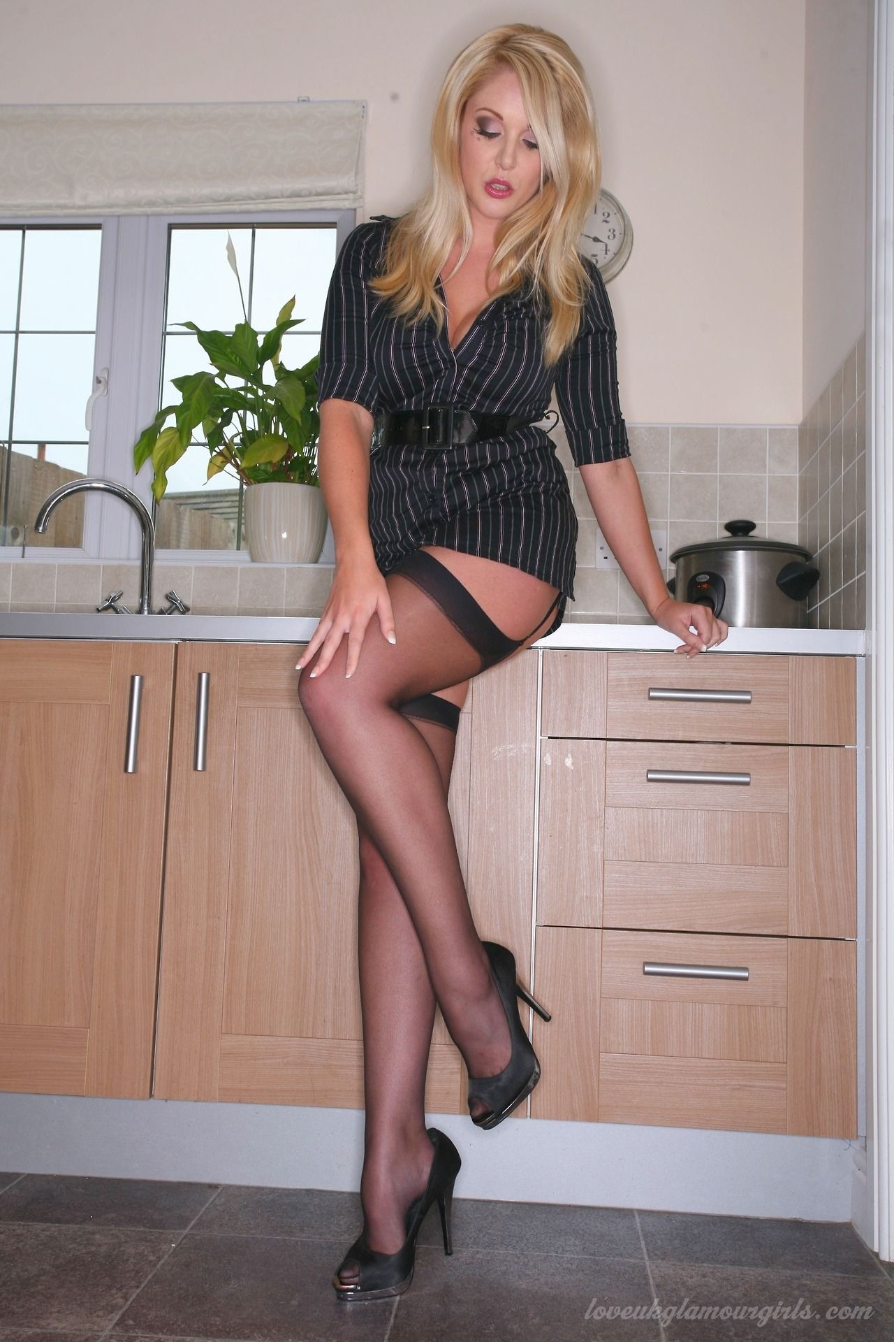 Short skirt nylons