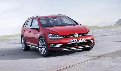 """Volkswagen Golf стал вседорожником. Компания Volkswagen рассекретила """"вседорожную"""" модификацию универсала Golf, которая получила традиционное наименование Alltrack. Одним переименованием и переодеванием универсала в защитный пластиковый обвес дело не ограничилось. В Volkswagen пре"""