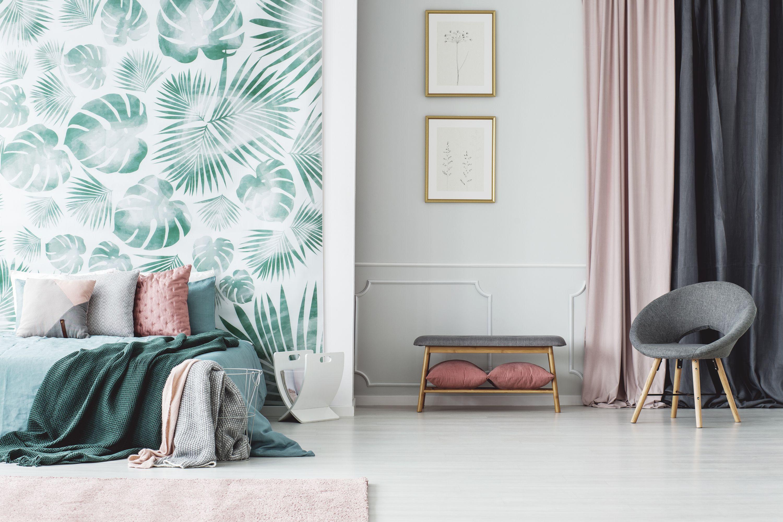 Blumenprints Graphische Muster Satte Farben Statement Tapeten Sind Der Neue Einrichtungstrend A Schlafzimmer Einrichten Grune Bettwasche Grune Schlafzimmer