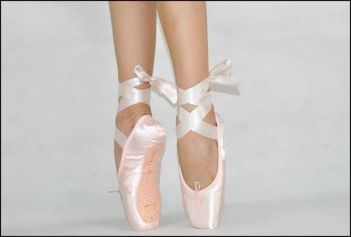 Sansha Professional Satin Ballet Shoes Dance Toe Shoes Pointe Shoes with Ribbon