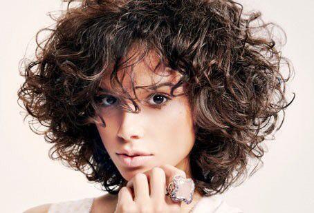 Taglio capelli ricci voluminosi
