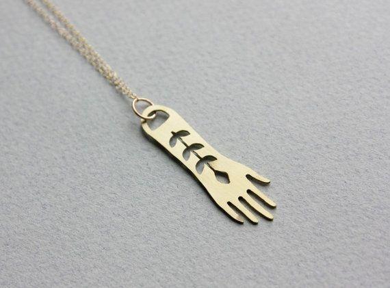 Ciondolo mano lunga oro - ottone mano collana, collana di hamsa, gioielli della Boemia, guarigione mano, 14k oro riempito, stratificazione collana in oro