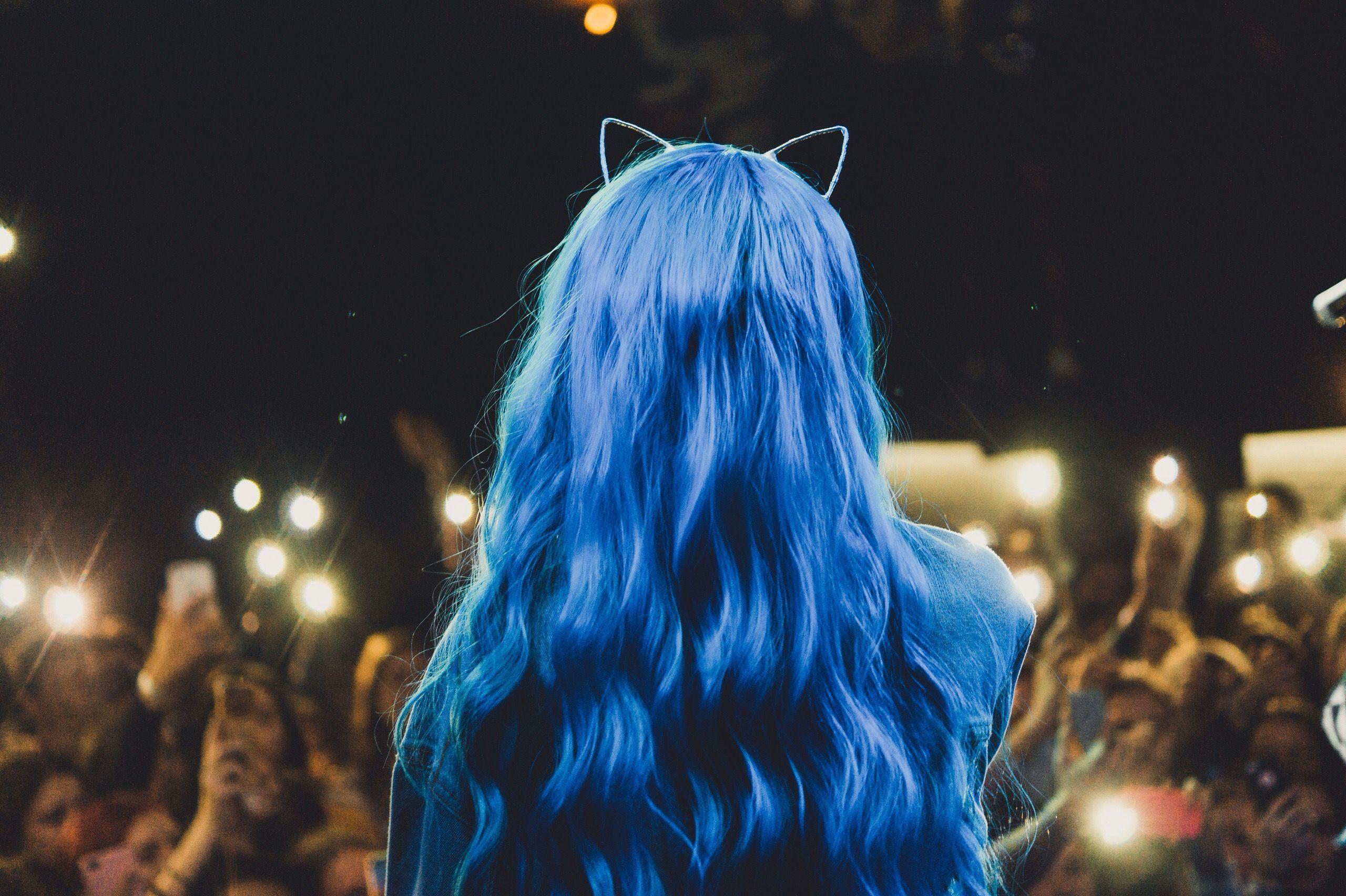 Картинки девушки с синими волосами