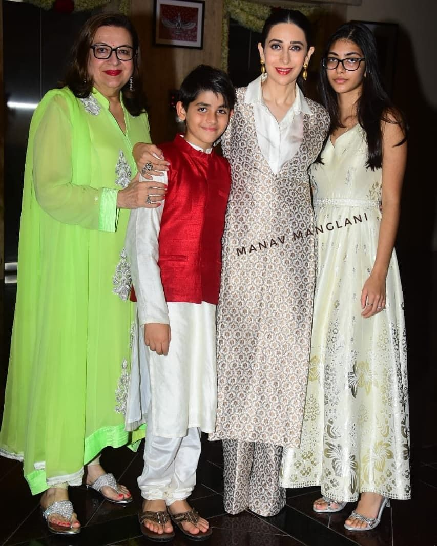 Kareena Kapoor Her Husband Saif Ali Khan Sister Karisma Kapoor Uncle Rishi Kapoor And Other Members Of T Clothes For Women Traditional Outfits Indian Attire