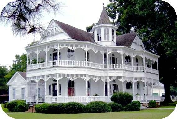 Queen Anne Victorian Houses Victorian House With Wrap Around Porch Victorian Homes Victorian Style Homes Cottage Style Homes