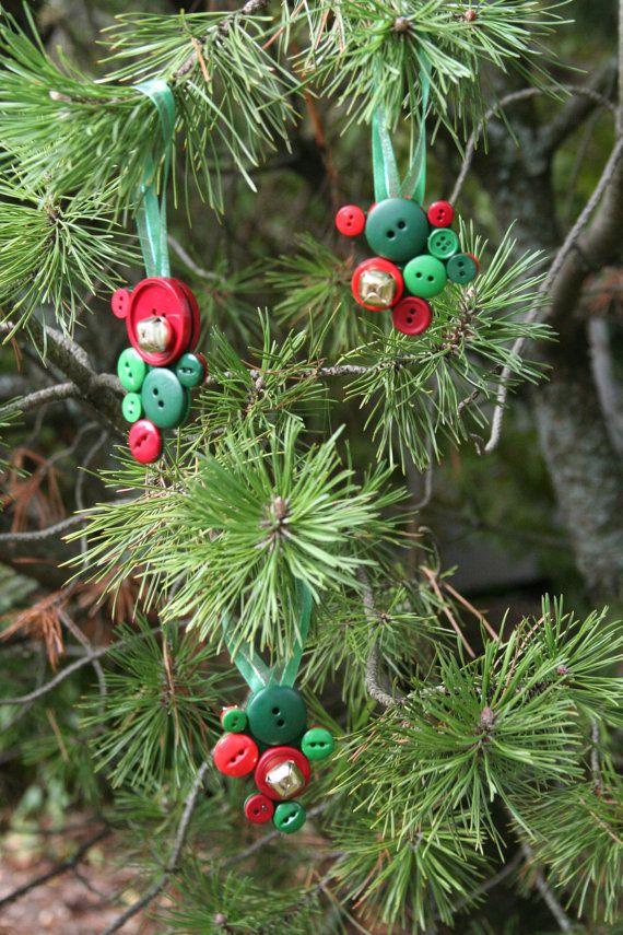 Adornos de Navidad - hechos con cascabeles y botón racimos - juego ...
