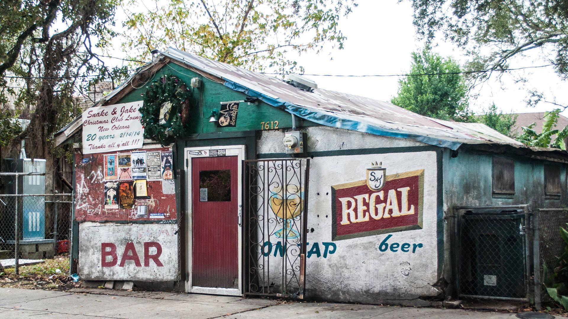 The 32 Diviest Dive Bars In America Dive Bar Cool Bars Beer Bar