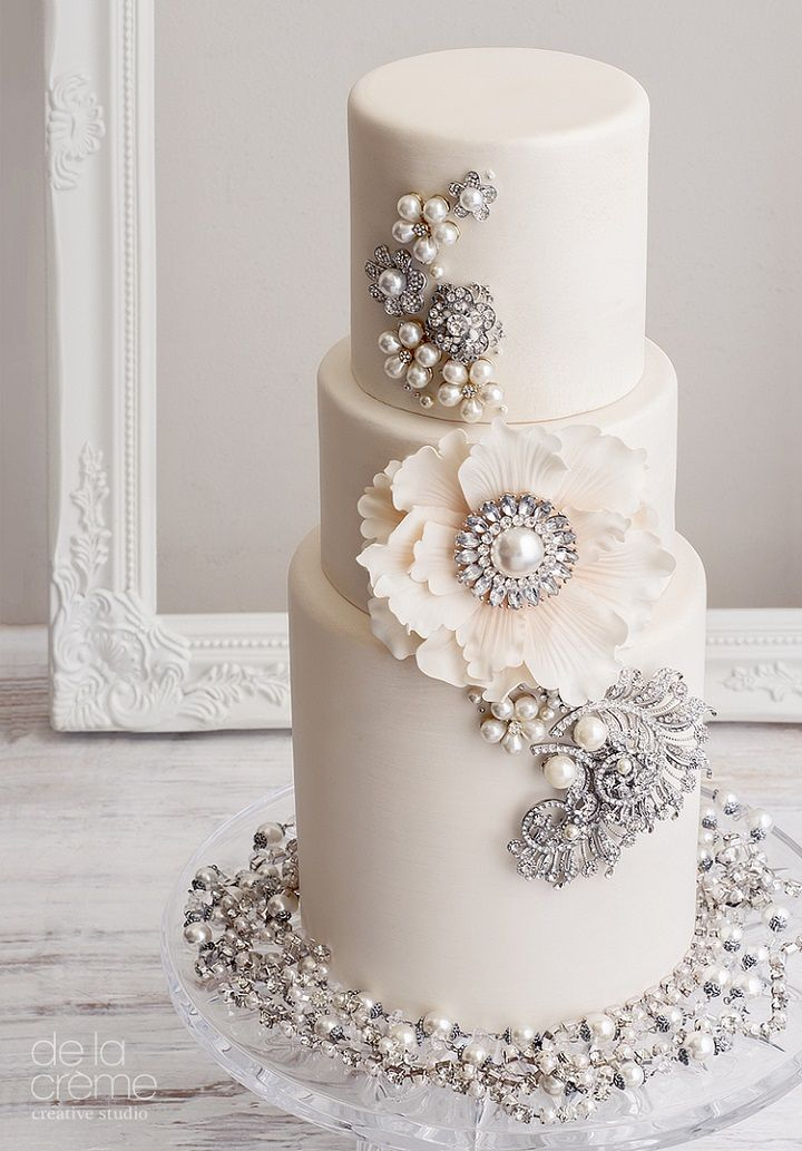 bling wedding cake - elegant wedding cake with bling #wedding #weddingcake #cakes #cake #bling