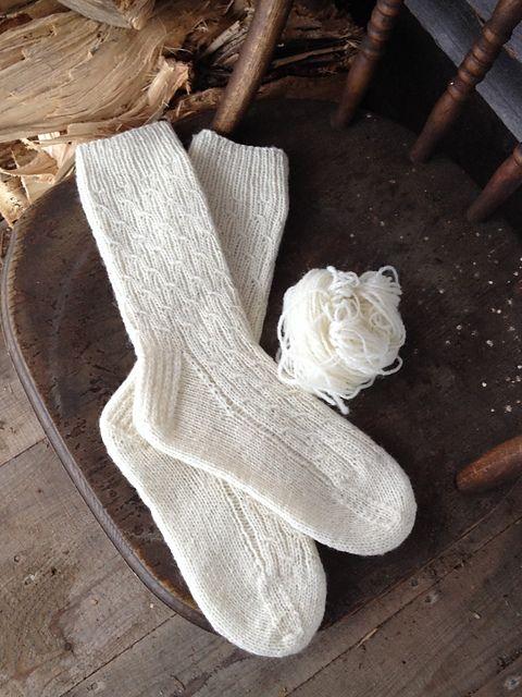 Ravelry: Ovejas y patrón Pickle Mock Cable calcetín por Judith y ...