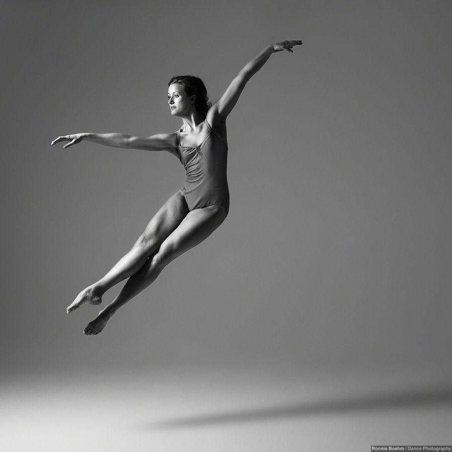 Contemporary Dancer Magdalena Jankowska Dancer Dance Photos Dance Life