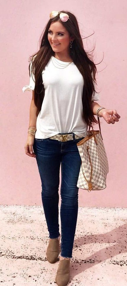 2d1c5a751eb74  fall  outfits White Tee + Navy Skinny Jeans + Brown Booties