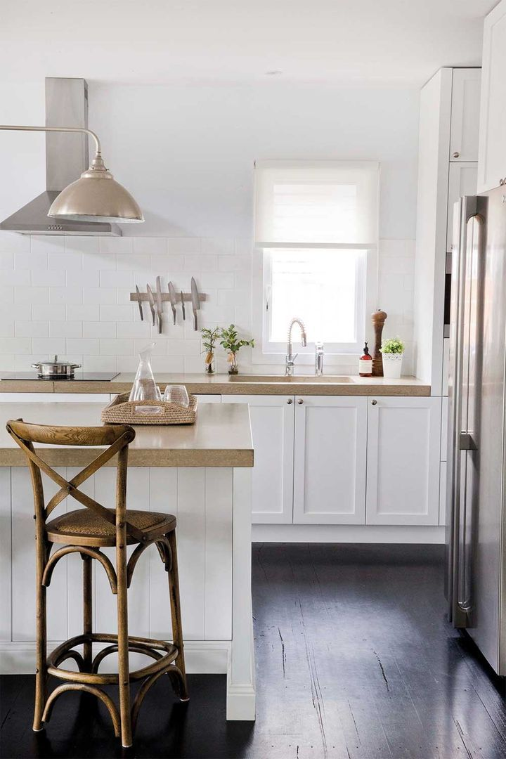 5 kitchens that use white subway tiles in 2020 house