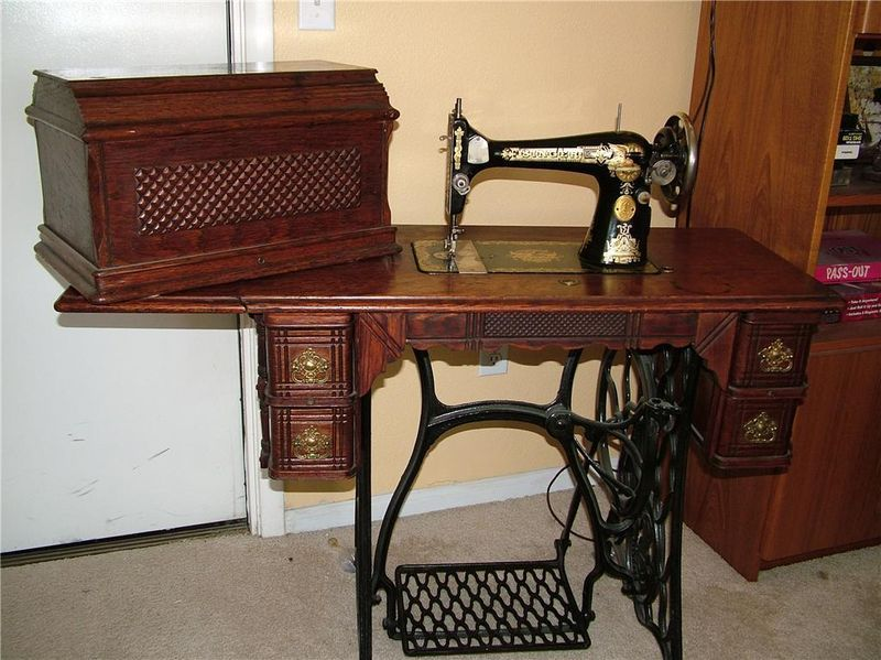 Old Singer Sewing Machine With Box Cover 24 Kgrhqv 2c