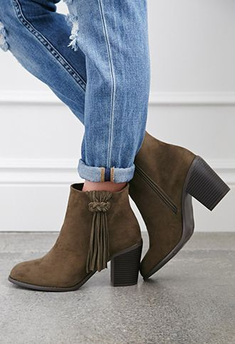 Love these fringe booties ,have these in the color oatmeal . My go to any season