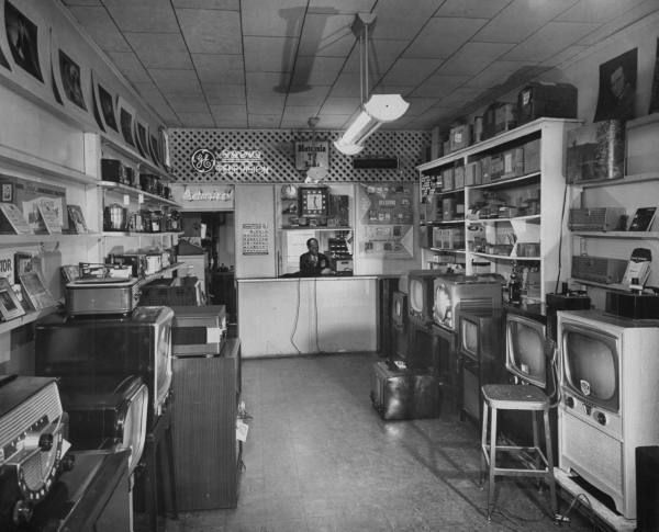 Radio And Tv Sales And Service Store Tv Sales Old Radios Repair
