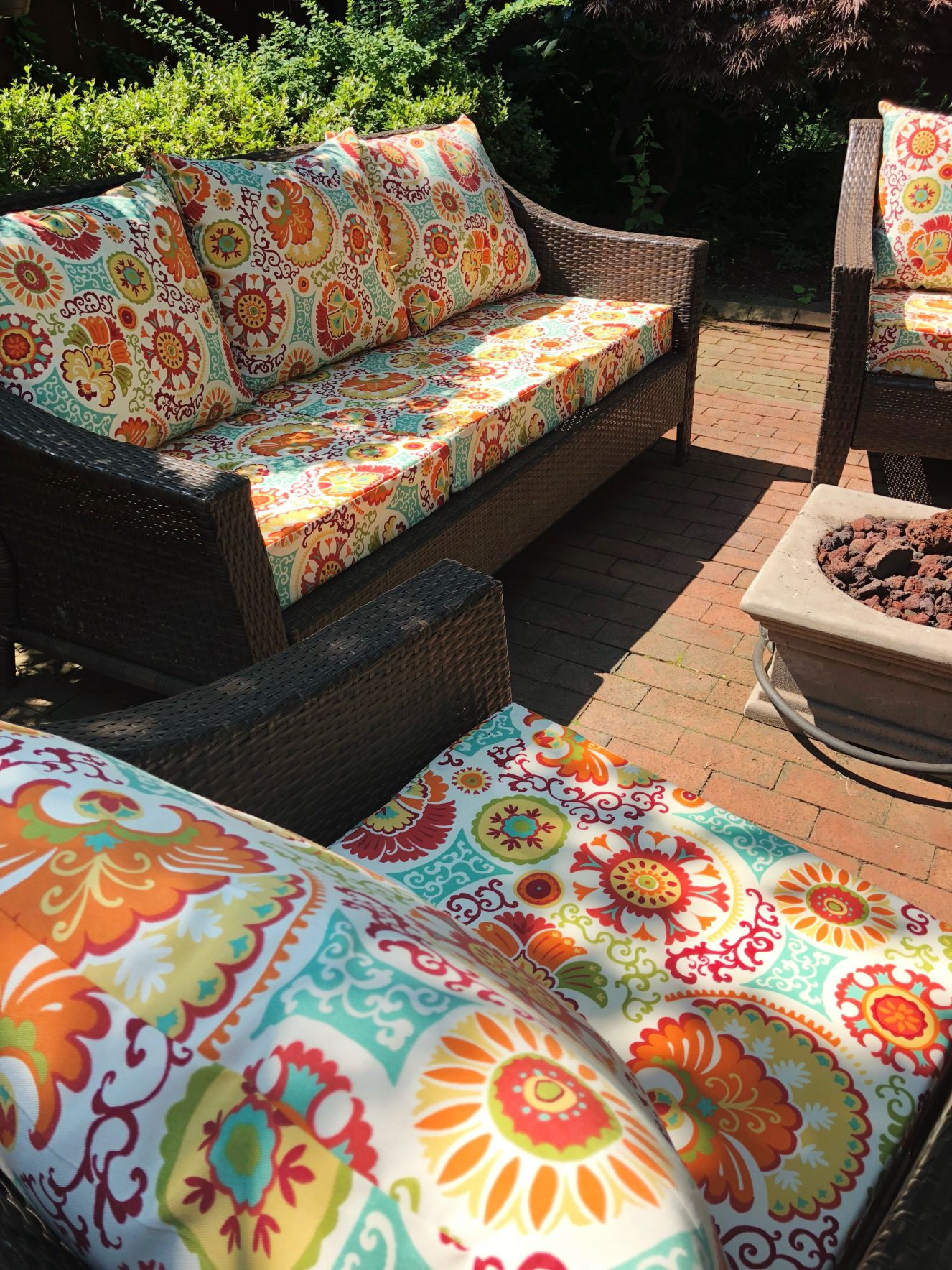 Handmade Outdoor Cushions Tips To Make Your Own Trish Stitched Patio Cushions Outdoor Pallet Furniture Outdoor Outdoor Cushions