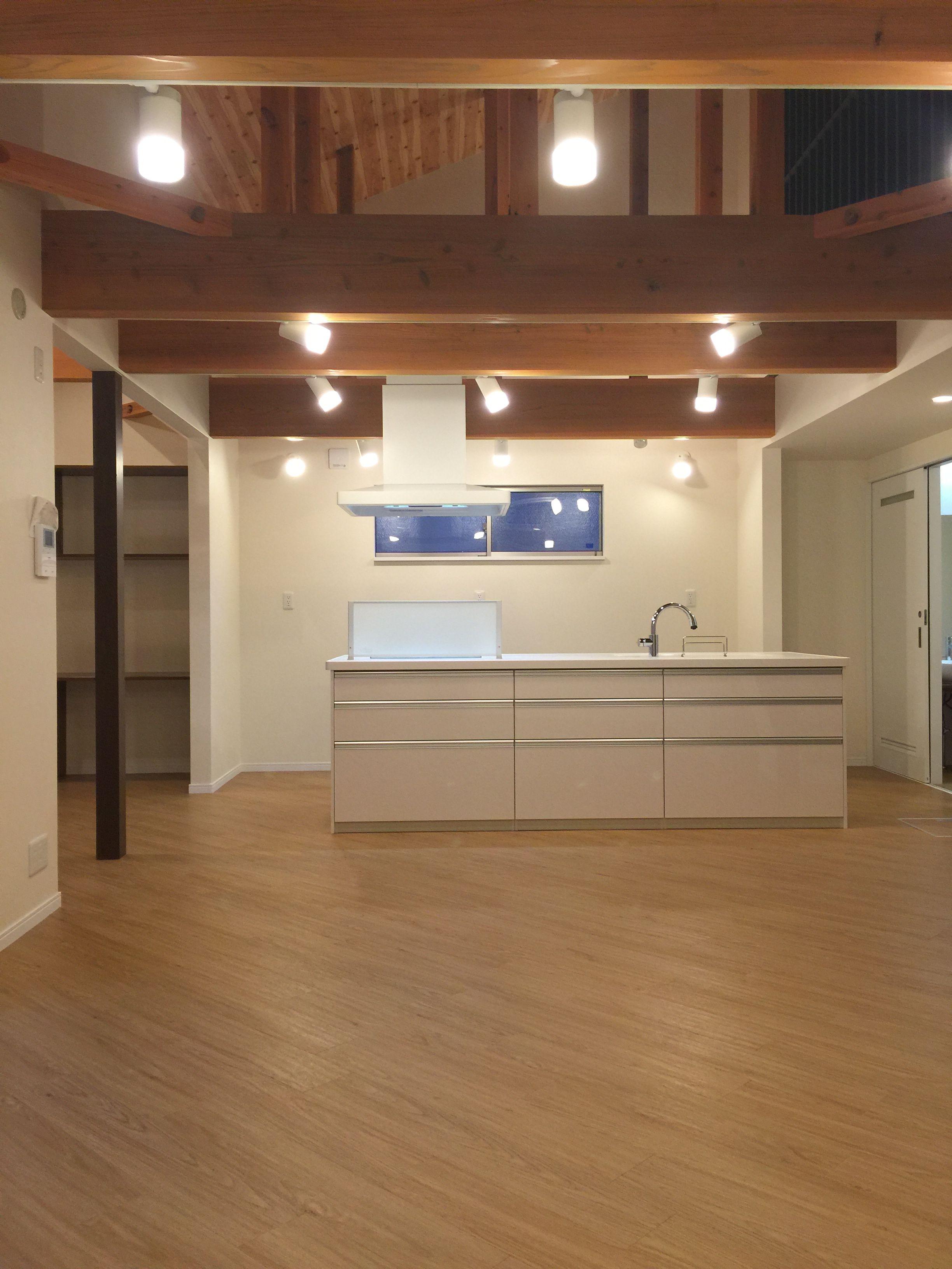 勾配天井部分は 梁などの構造材 をそのまま見せて仕上げをしています 住宅 注文住宅 住宅リフォーム