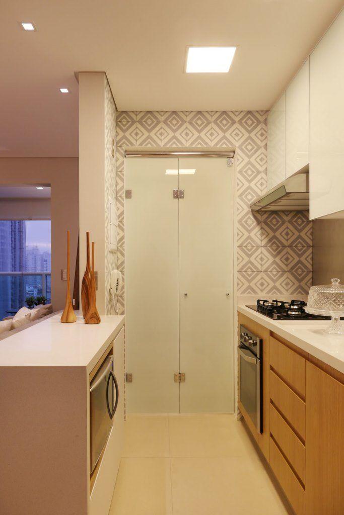 Artesanato Com Cd Passo A Passo ~ Cozinha integrada, bancada em pedra Caeserstone, armário inferior em mdf amadeirado, armário