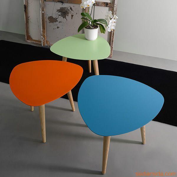 nord1 table basse triangulaire en bois plateau en m tal. Black Bedroom Furniture Sets. Home Design Ideas