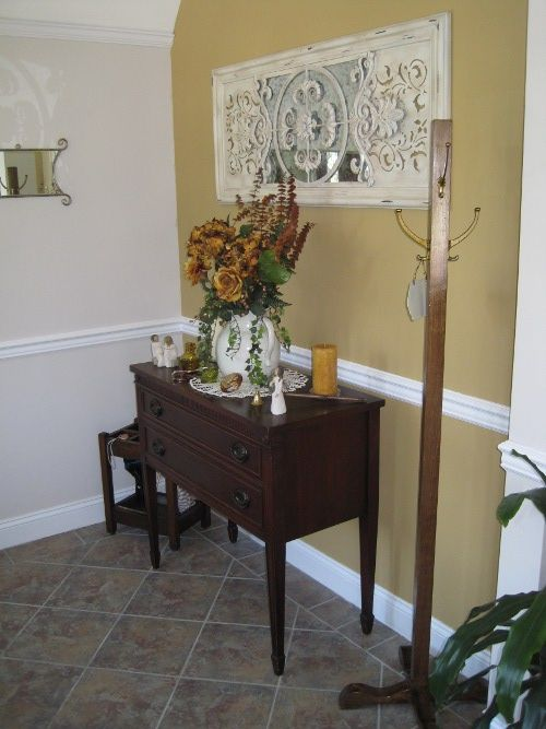 how_to_decorate_vintage_3- What a great foyer!