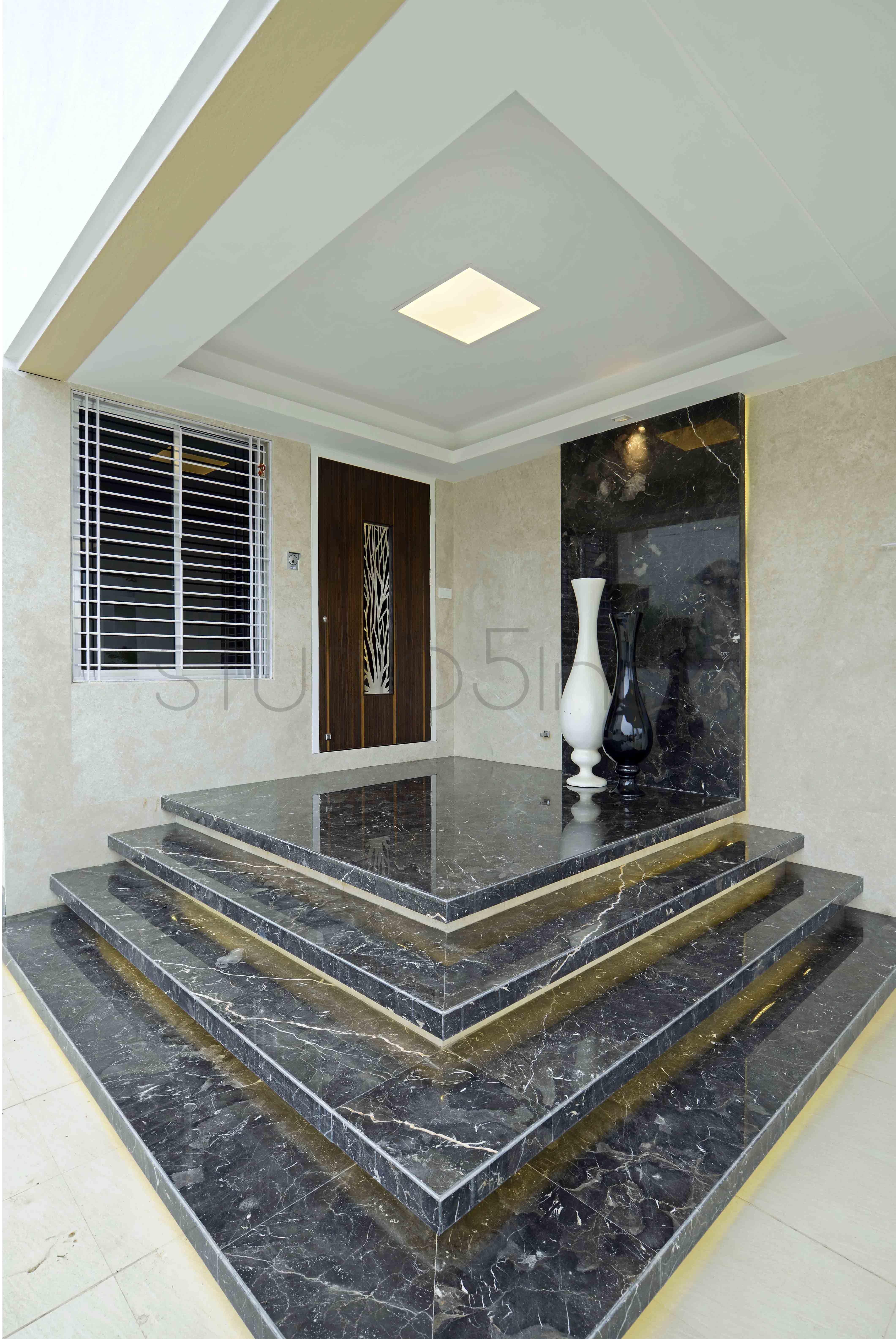 Home entrance decor - Mr Nandlal Adwani, Mumbai STUDIO5 ...