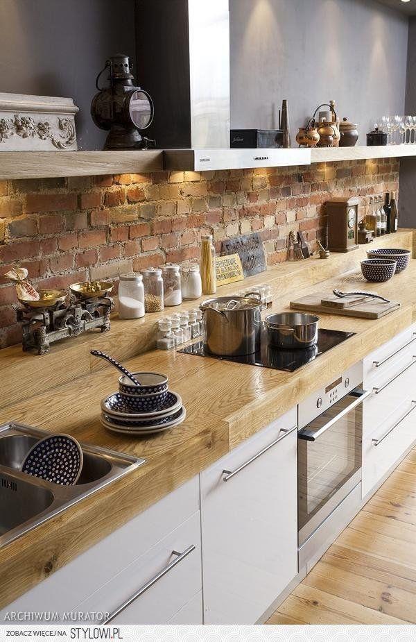 Tolle Küche mit Ziegeln und hinterleuchtetem Regal cuisine - küchen regale ikea