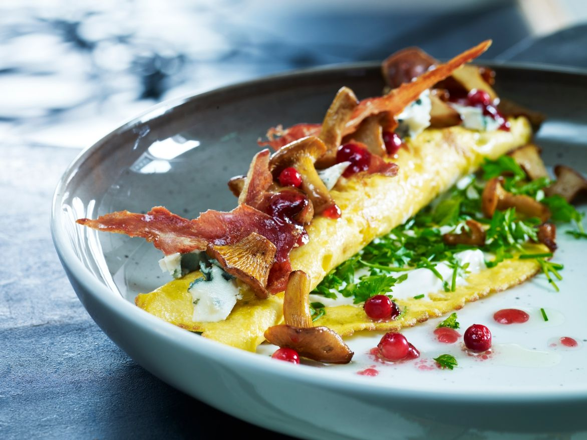 Chanterelle blue cheese omelette with ham inkognito_as