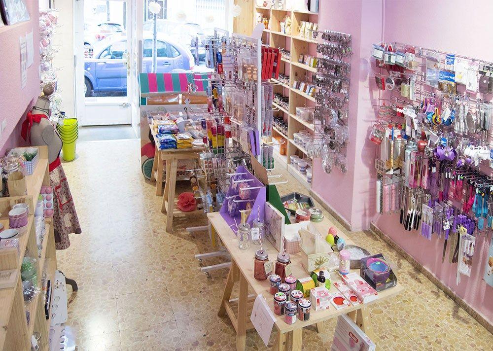 Tres Tiendas Bonitas En Madrid All Lovely Party Interiores De Tiendas De Regalo Tienda Para Fiestas Fachadas De Tiendas