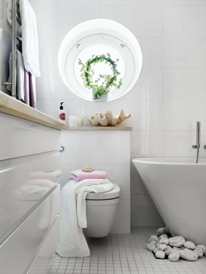 badeinrichtung badewanne stauraum steine rundes fenster   Ванная, Hause ideen
