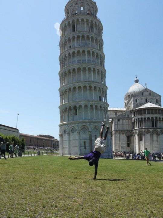 Displaying his handstand in front of the Leaning Tower of Pisa