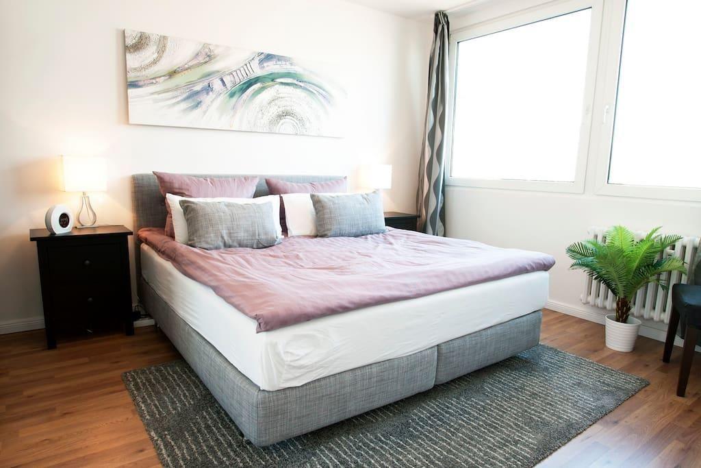 Helles Schlafzimmer Mit Bettbezug In Altrosa Und Grau Bedroom