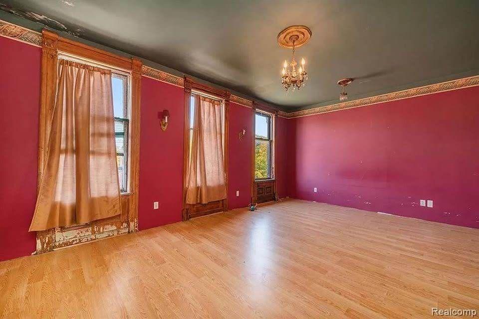 1900 Fixer Upper For Sale In Detroit Michigan Captivating Houses In 2020 Fixer Upper Old House Dreams House