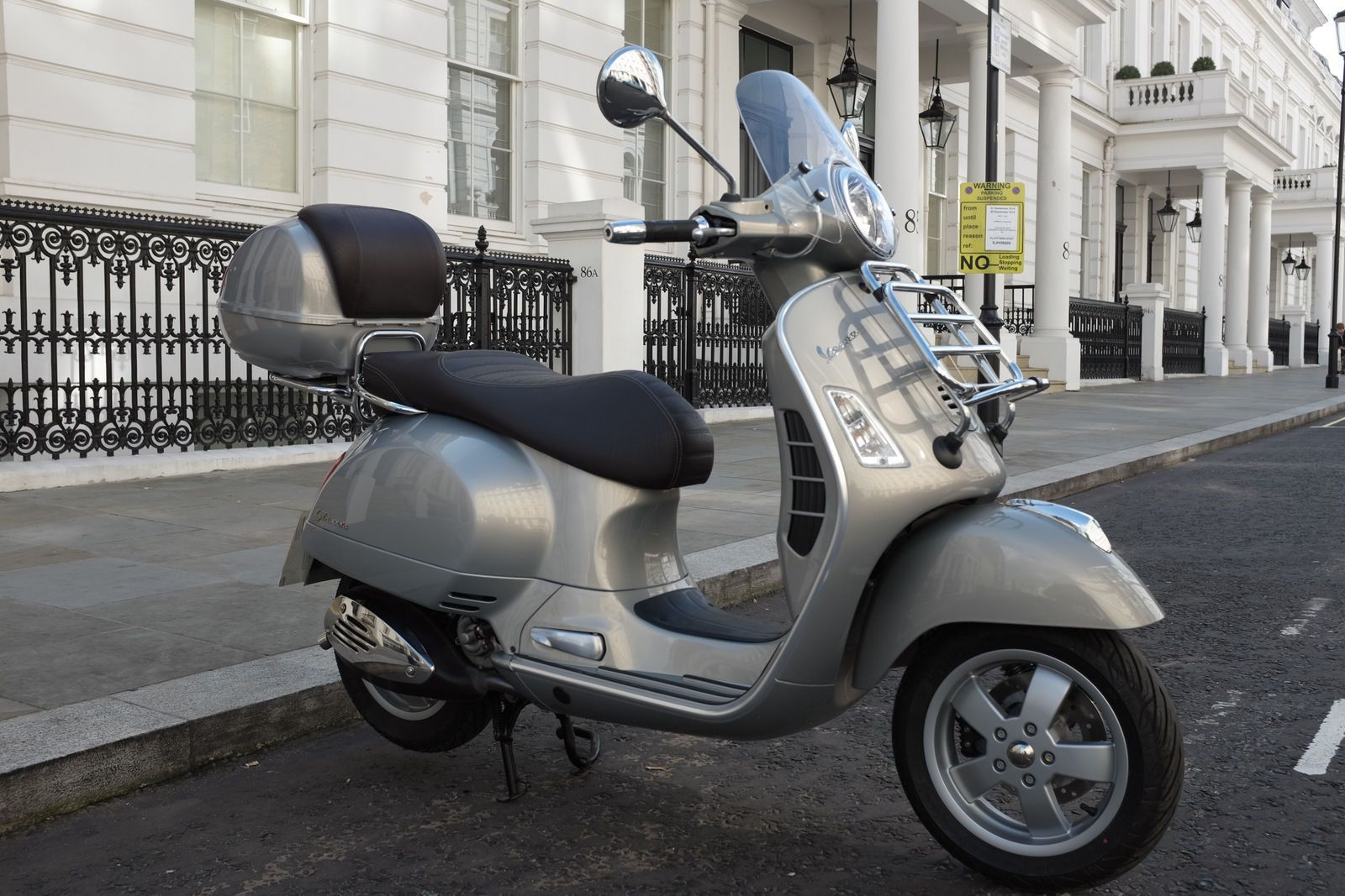 vespa with top box google search vespa touring pinterest. Black Bedroom Furniture Sets. Home Design Ideas
