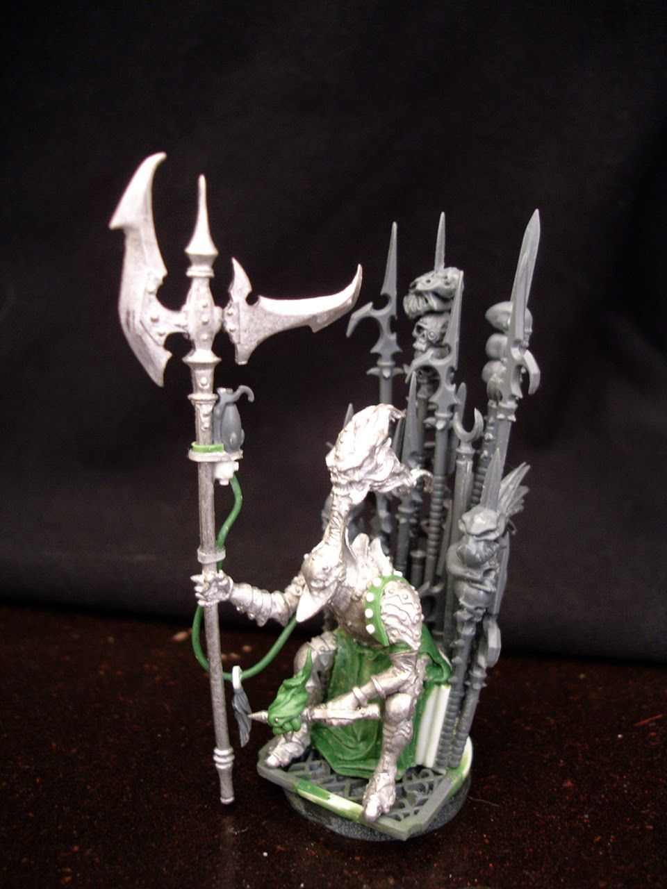 absolutely stunning 'iron throne' style seat and Dark Eldar Lord conversion using a Dirz model from Confrontation. I really like the idea of Vect sitting on a seat made from the pennants of his vanquished rivals.
