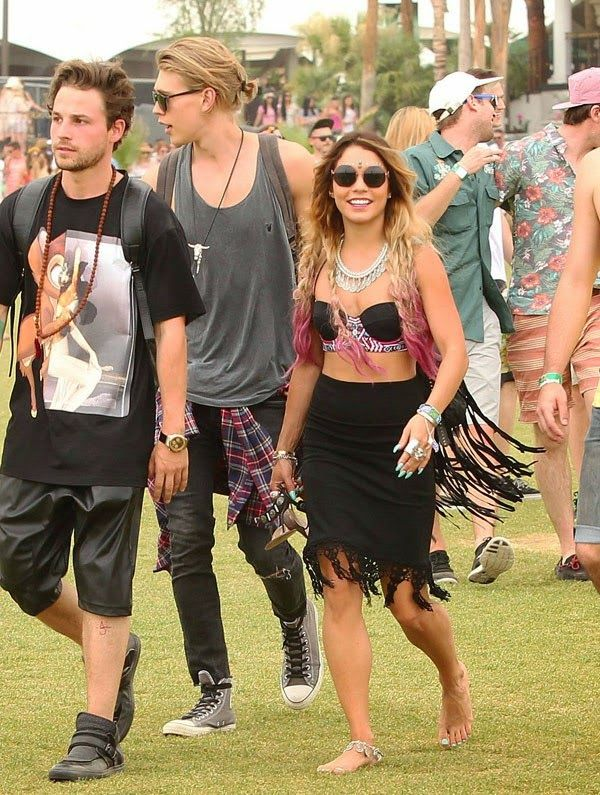 GOSSIP OVER THE WORLD: Vanessa Hudgens Shows Off Pink Hair With Austin Bu...